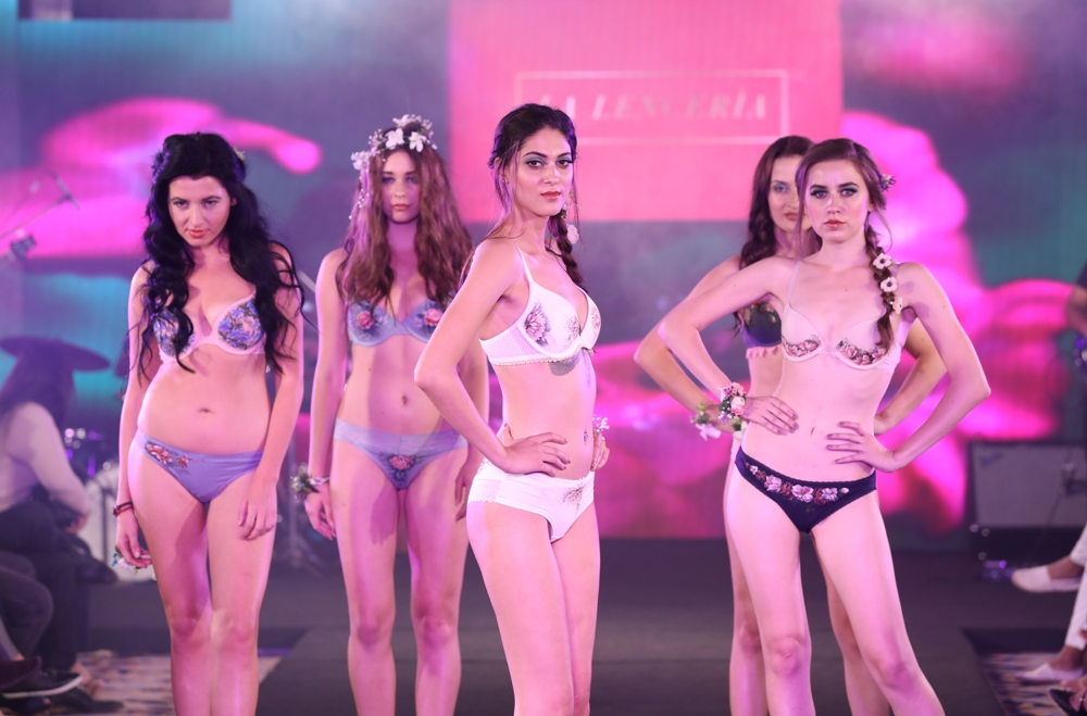 Models at Karishma Jumani Show IIFW (14)