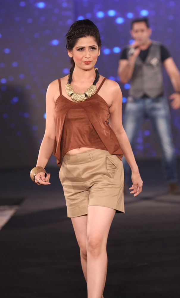 Models at Mona Shroff and Rajiv Mehta Show at IIFW (32) (1)