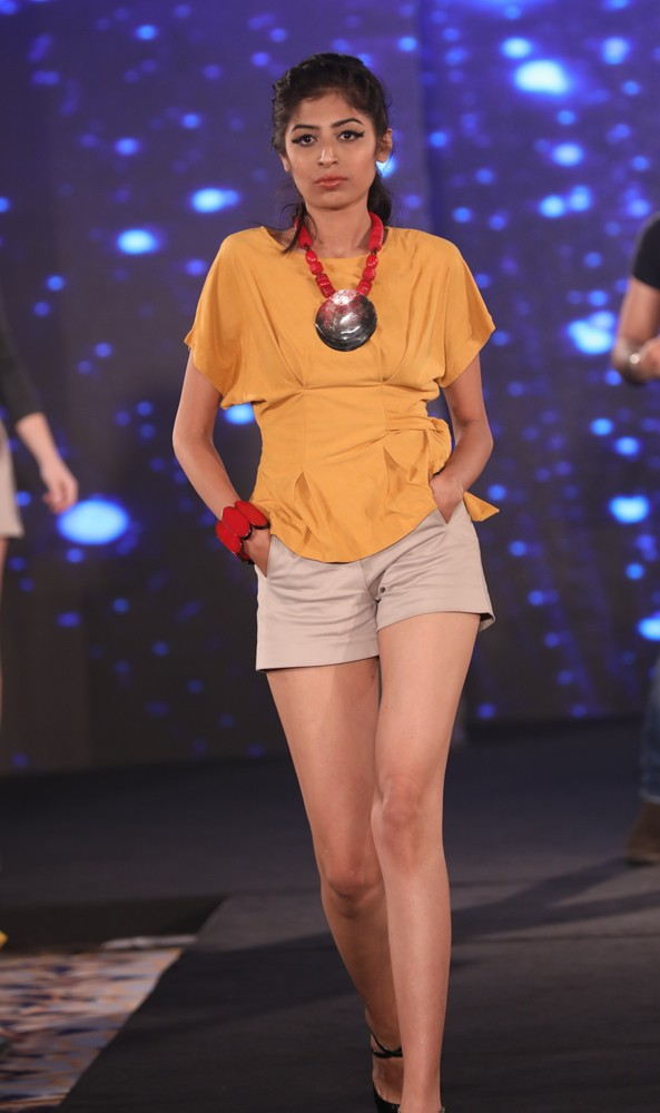 Models at Mona Shroff and Rajiv Mehta Show at IIFW (35)