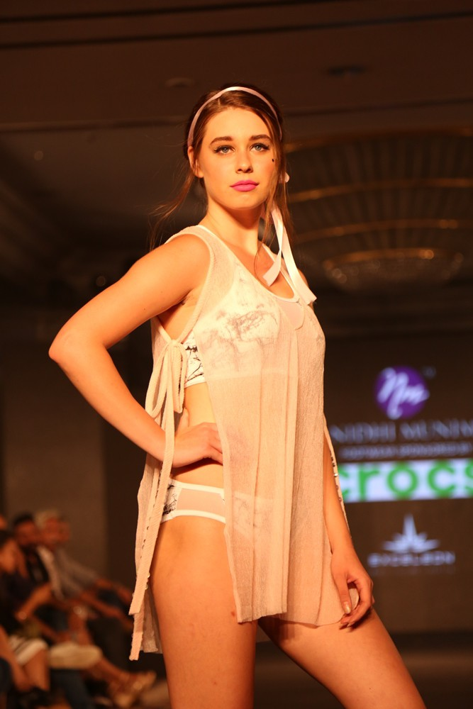 Models at Nidhi Munim Show at IIFW (3)