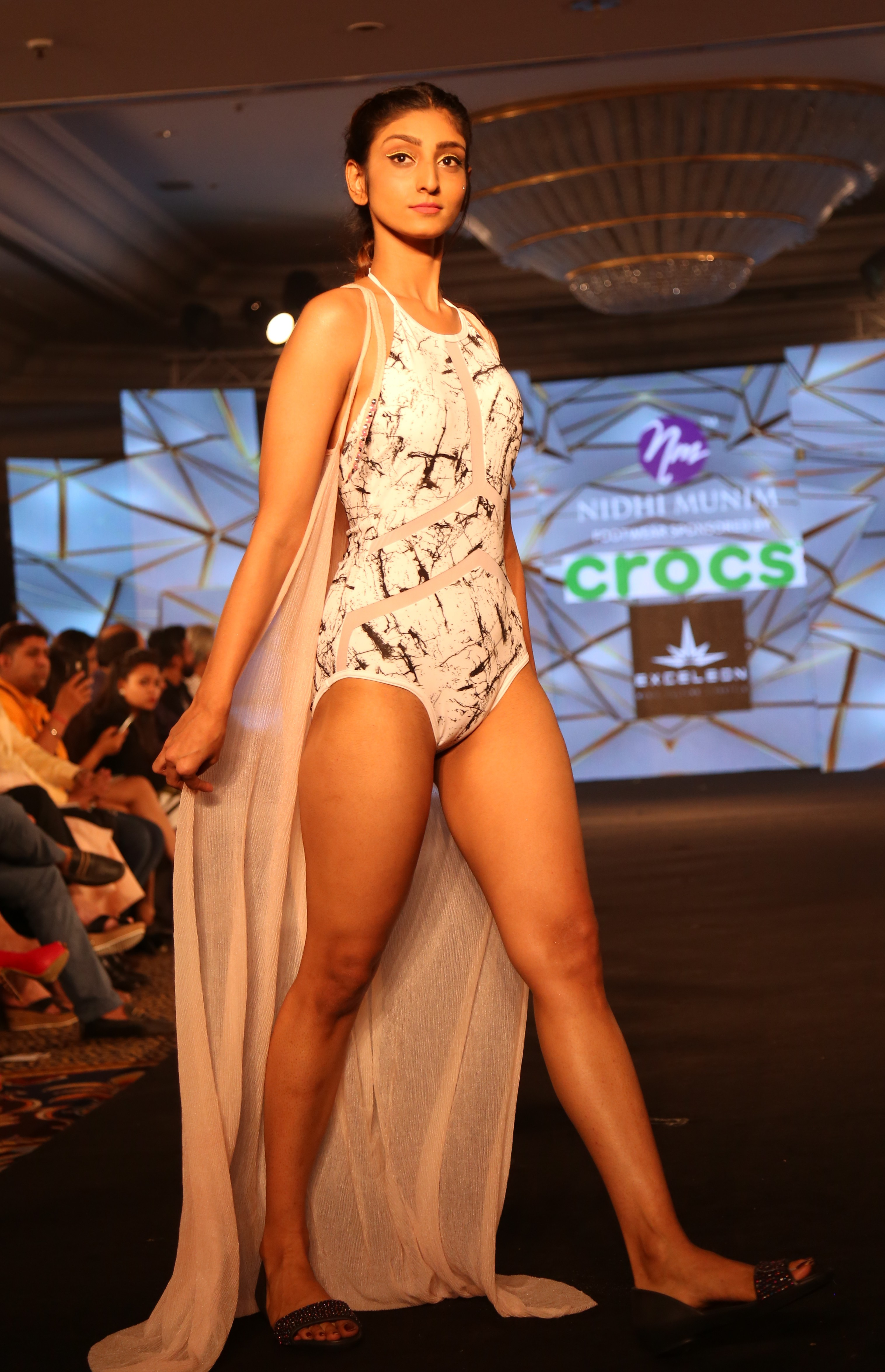 Models at Nidhi Munim Show at IIFW (5)
